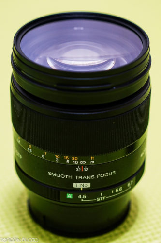 フルサイズ対応のSTFレンズ(SAL135F28)