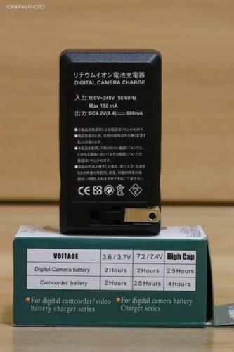 α7Ⅱにも使える激安充電器の裏面の画像